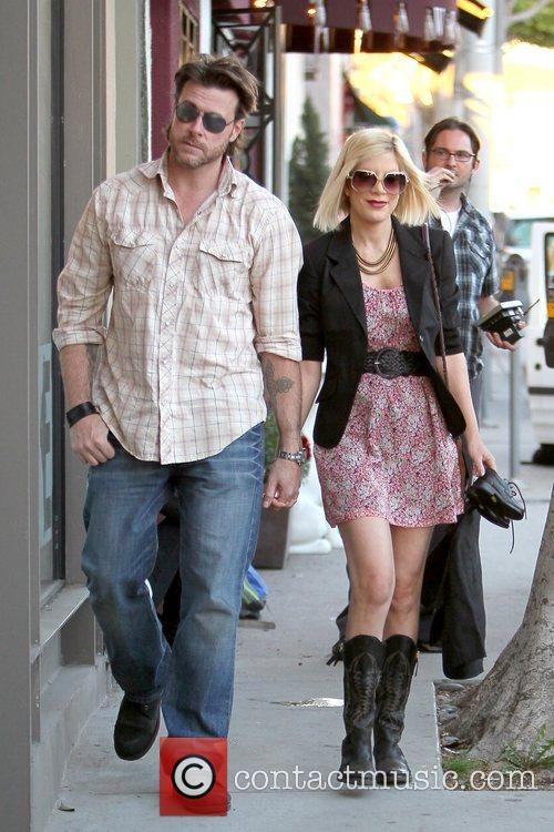 Dean Mcdermott and Tori Spelling 8
