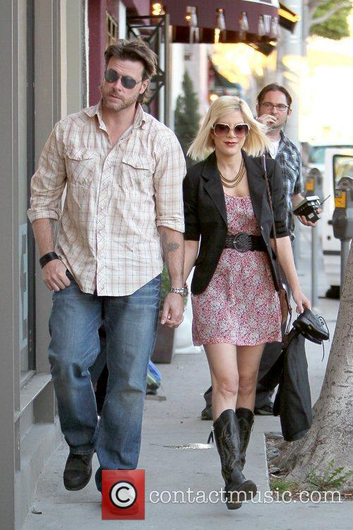 Dean McDermott and Tori Spelling 15