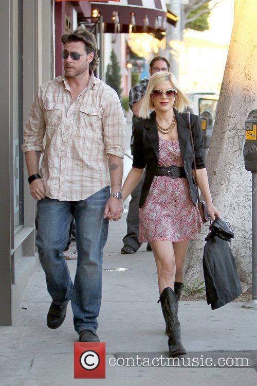 Dean McDermott and Tori Spelling 13