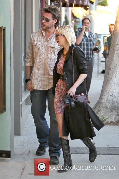 Dean McDermott and Tori Spelling 23
