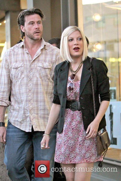 Dean McDermott and Tori Spelling 17
