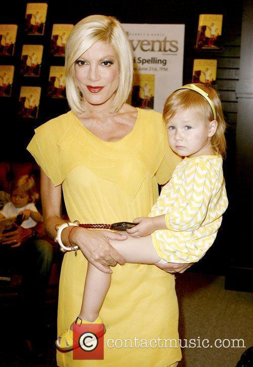 Tori Spelling and Daughter Stella Mcdermott 5