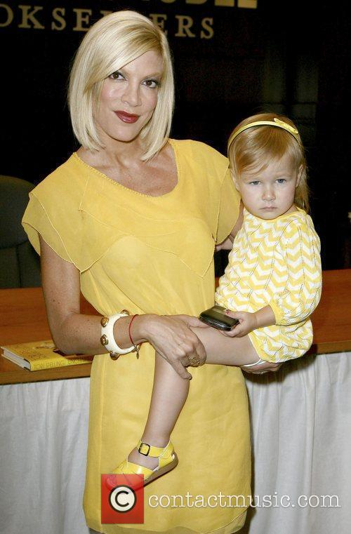 Tori Spelling and Daughter Stella Mcdermott 3