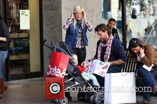 Dean Mcdermott and Tori Spelling 7
