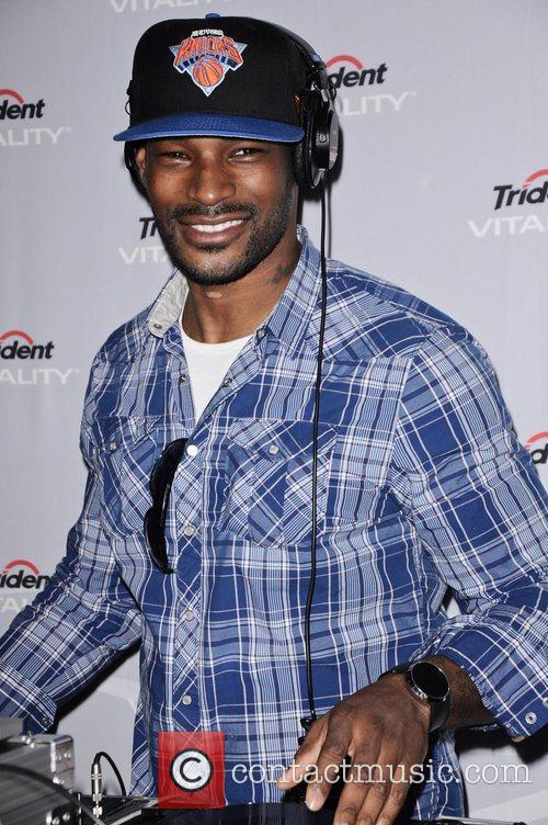 Tyson Beckford tries his hand at DJ'ing Celebrities...