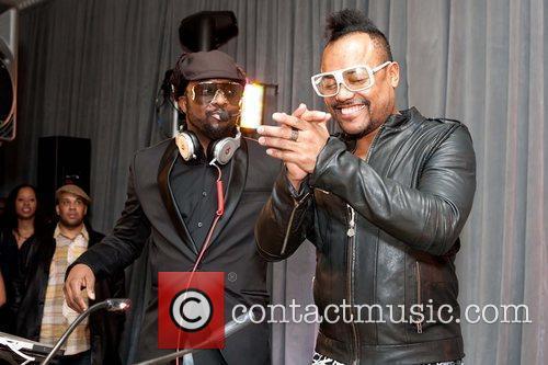 Black Eyed Peas and Mc Hammer 1