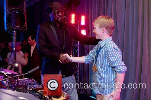 Black Eyed Peas and Mc Hammer 2