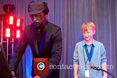Black Eyed Peas and Mc Hammer 5