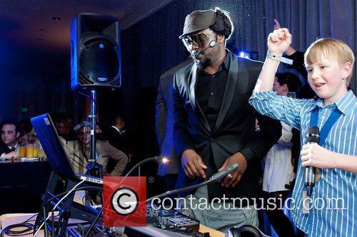 Black Eyed Peas and Mc Hammer 4
