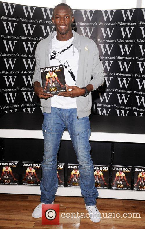 Signs copies of his book '9.58' at Waterstone's...