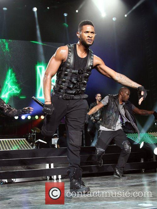 Usher and Las Vegas 45