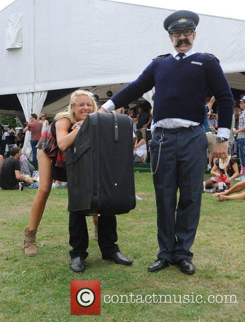 Atmosphere 'Self carrying luggage' The V Festival 2010...