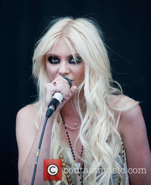 Taylor Momsen The Pretty Reckless V Festival