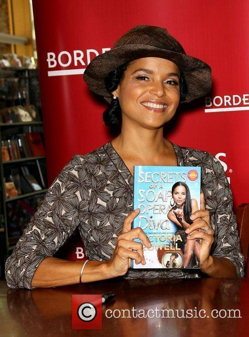 Victoria Rowell and Las Vegas 15