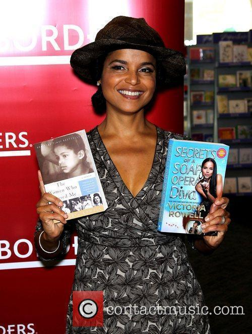 Victoria Rowell and Las Vegas 5