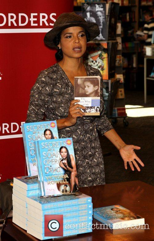 Victoria Rowell and Las Vegas 16
