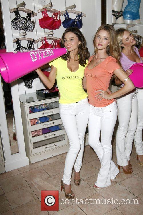 Miranda Kerr and Rosie Huntington-whiteley 9