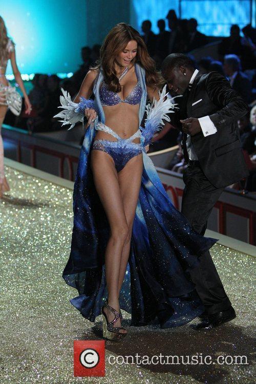 Akon and Flavia de Oliveira 2010 Victoria's Secret...