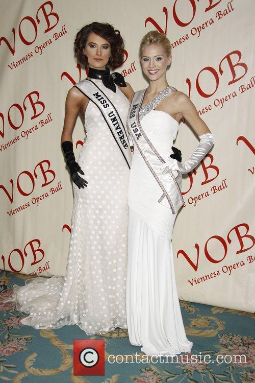 Miss Universe 2009 Stefania Fernandez and Miss USA...