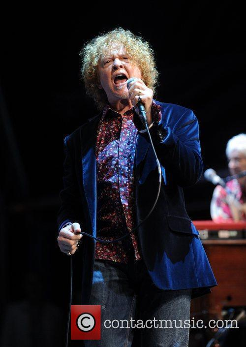 Mick Hucknall The Faces perform during the 'Vintage...