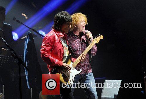 Ronnie Wood and Mick Hucknall 10