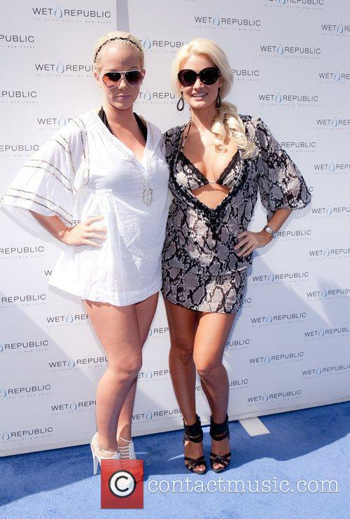 Kendra Baskett and Kendra Wilkinson 6