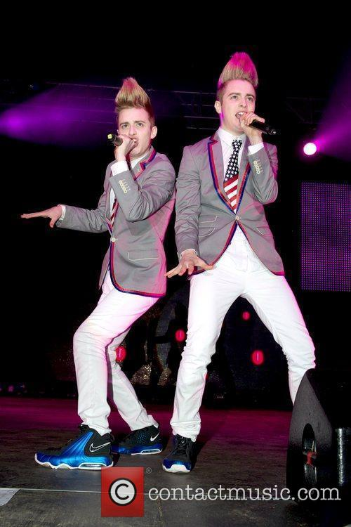 Jedward and Wii 4