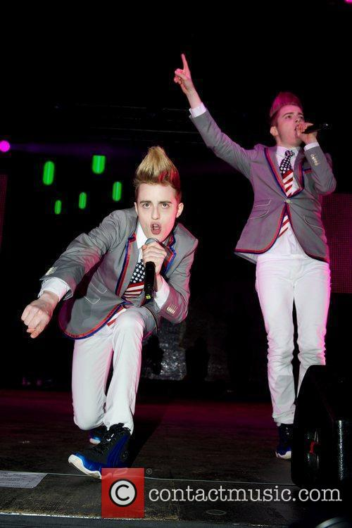 Jedward and Wii 2