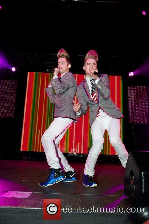 Jedward and Wii 9