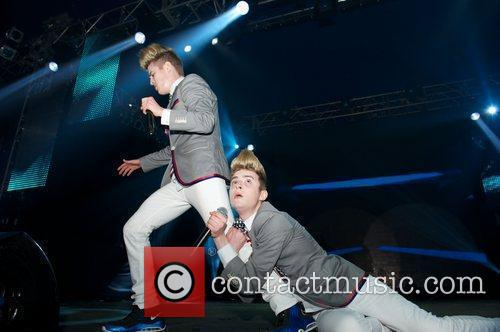 Jedward and Wii 11