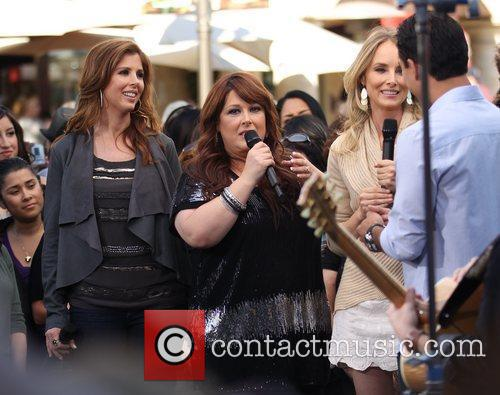 Carnie Wilson, Chynna Phillips, Wendy Wilson and Wilson Phillips 5