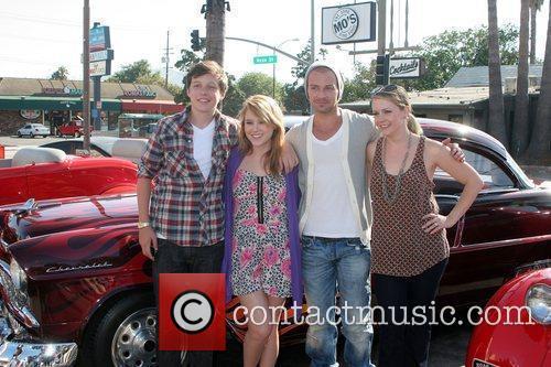 Nick Robinson, Taylor Spreitler, Joey Lawrence and Melissa...