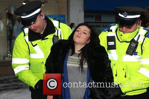 Atmosphere - Police with a fan who collapsed...