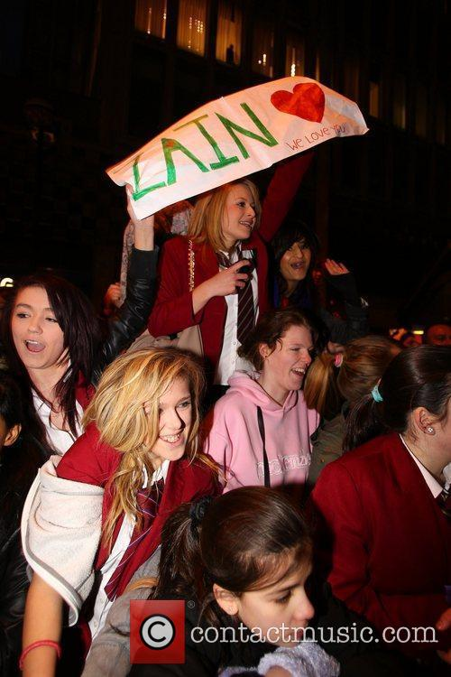 Atmosphere - Fans X Factor Finalists, One Direction,...