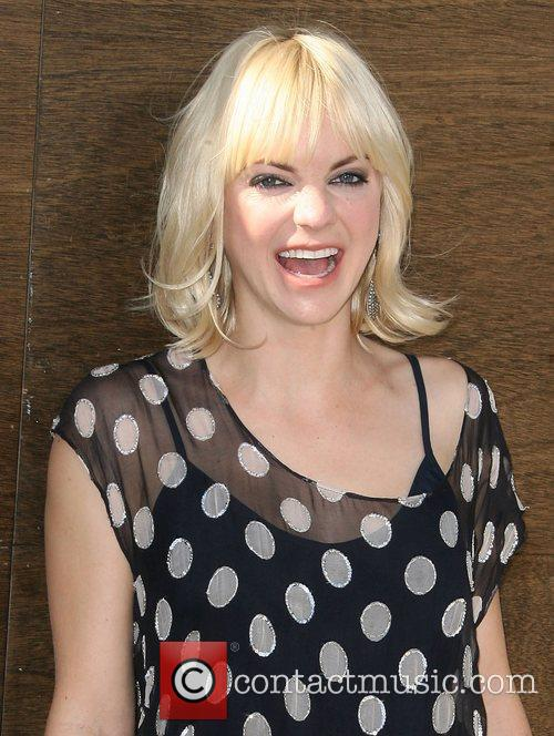 Anna Faris and Mann 9