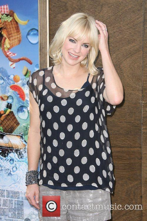 Anna Faris and Mann 2