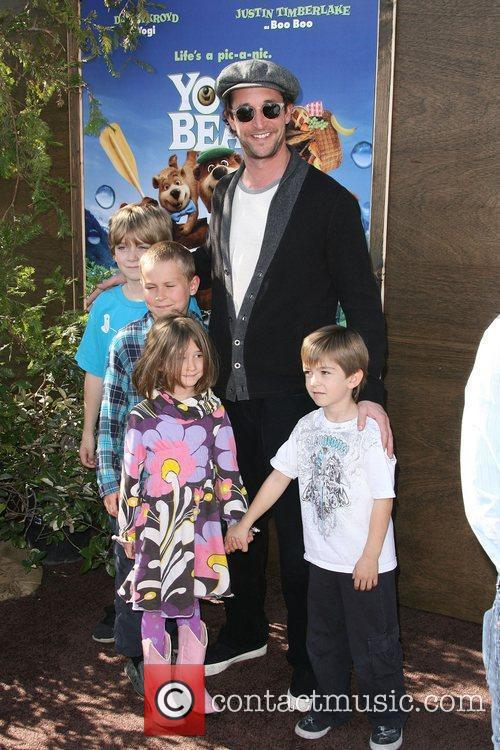 Noah Wyle and Mann 3