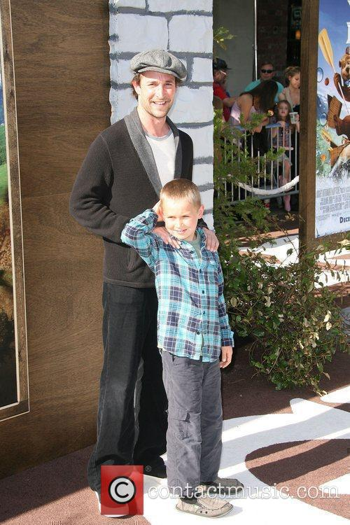 Noah Wyle and Mann 4