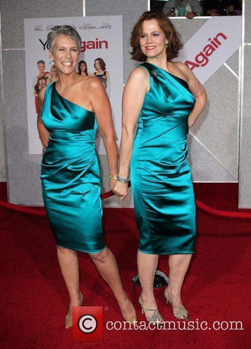 Jamie Lee Curtis and Sigourney Weaver 6