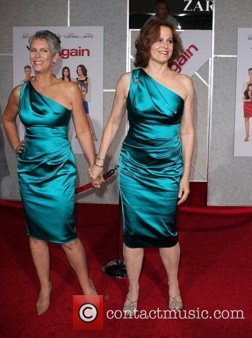 Jamie Lee Curtis and Sigourney Weaver 4