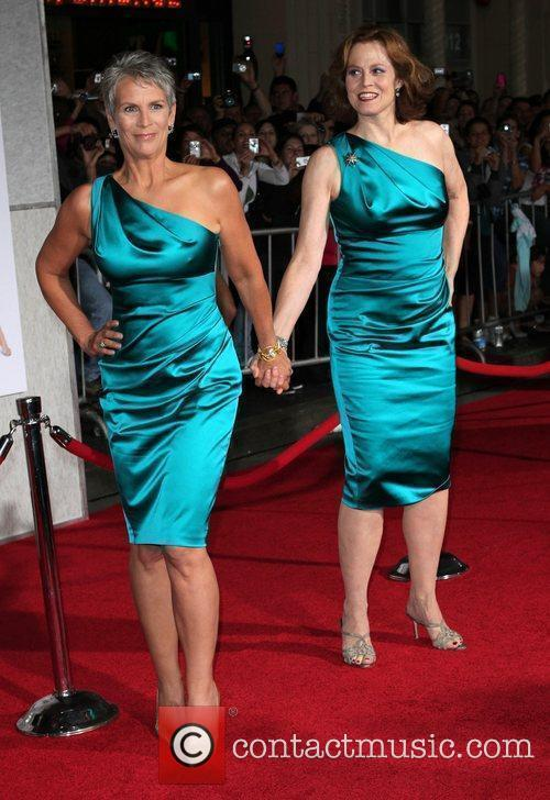 Jamie Lee Curtis and Sigourney Weaver 5