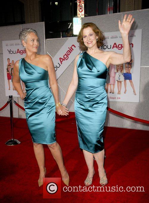 Jamie Lee Curtis and Sigourney Weaver 5