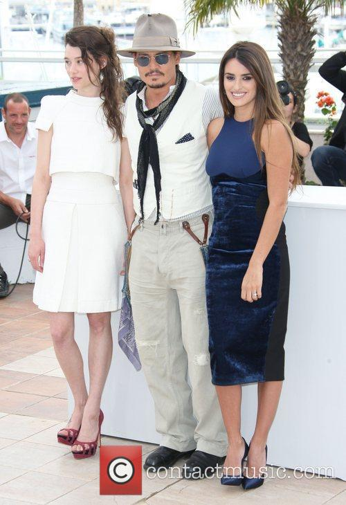 Astrid Berges-frisbey, Johnny Depp and Penelope Cruz 2