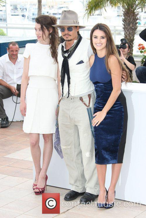 Astrid Berges-frisbey, Johnny Depp and Penelope Cruz 3