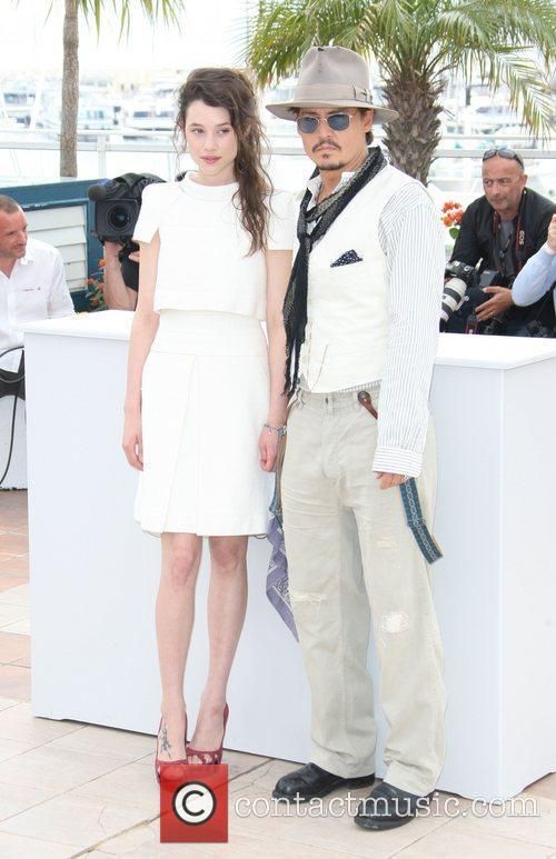 Astrid Berges-frisbey and Johnny Depp 11