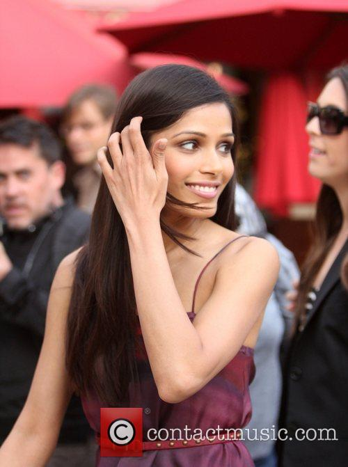 freida pinto appears on extra at the 3601945