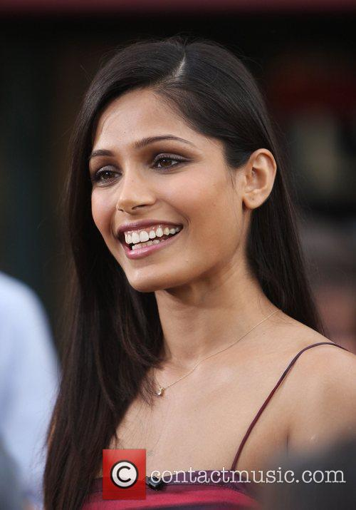 freida pinto appears on extra at the 3601947
