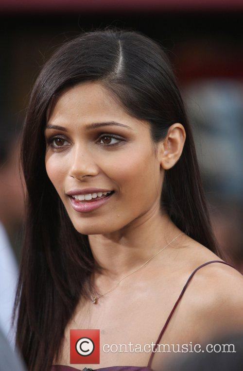 freida pinto appears on extra at the 3601950