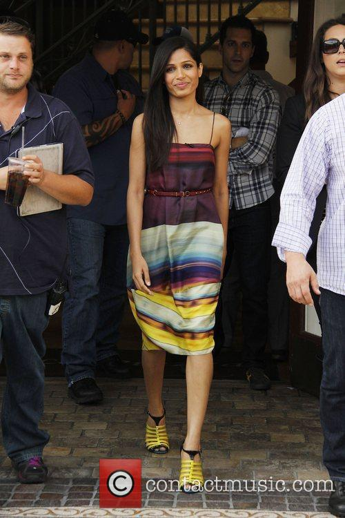 freida pinto appears on extra at the 3602008
