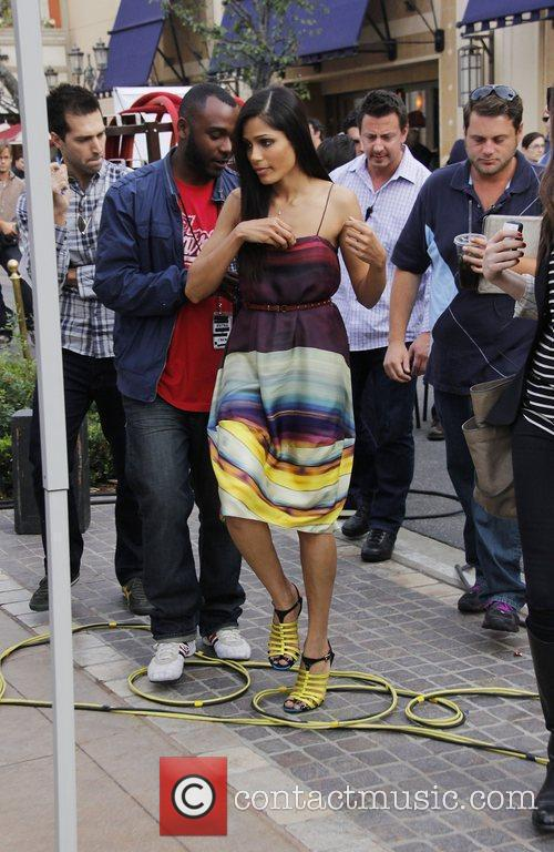 freida pinto appears on extra at the 3602009